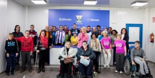 30 personas con diversidad funcional entrevistan al jugador del CD Leganés Iván Cuéllar